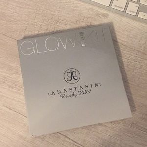 Anastasia Beverly Hills Gleam Glow Kit -used
